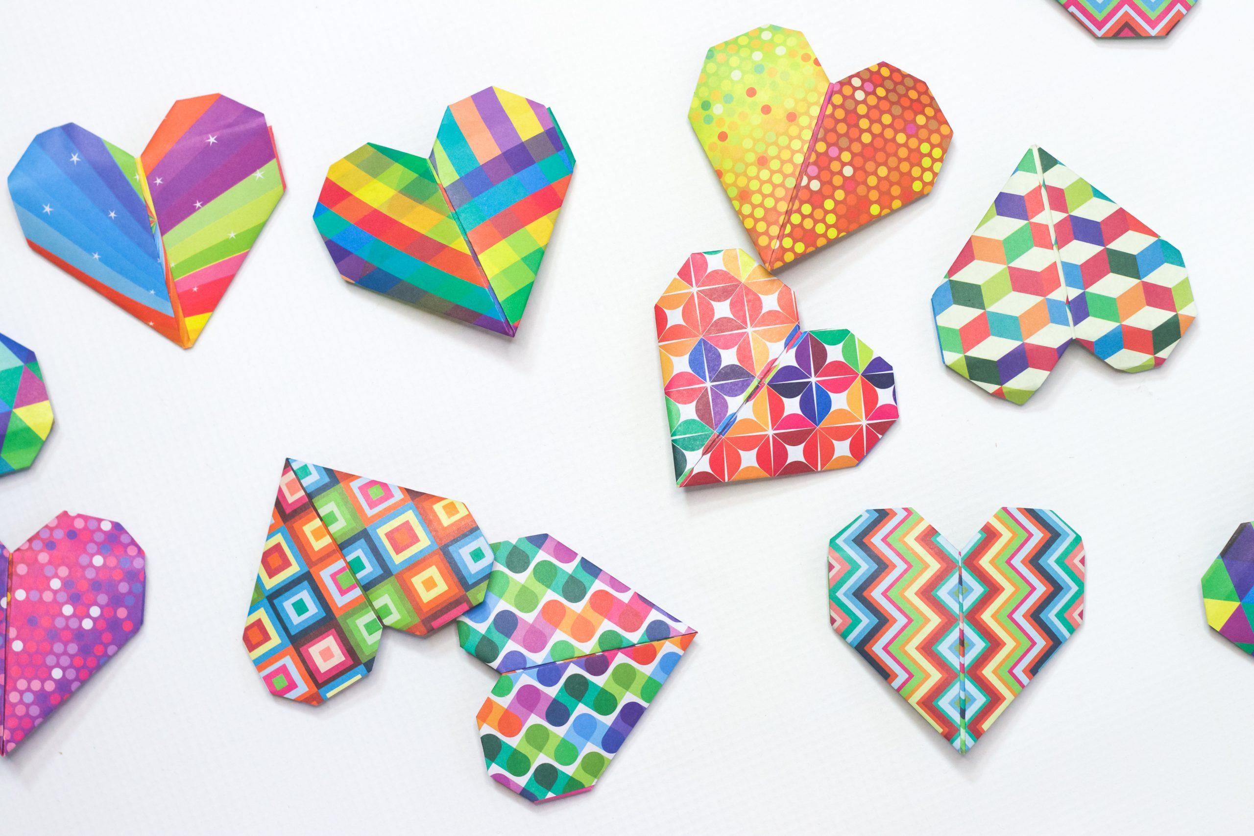 How To Make An Origami Heart - Folding Instructions - Origami Guide | 1707x2560